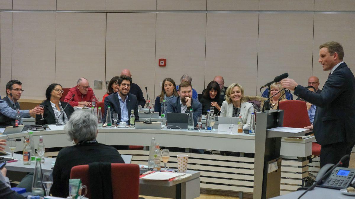 CSU-Fraktionsvorsitzender und OB-Kandidat Jörg Volleth bei seiner Haushaltsrede